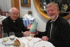 Wolfgang Schneller mit dem Erzbischof von Santiago d.C., Julián Barrio Barrio.
