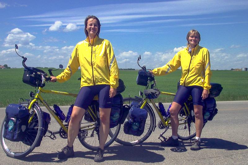Beate Steger und Carol Streeter in Kanada mit beiden Rädern