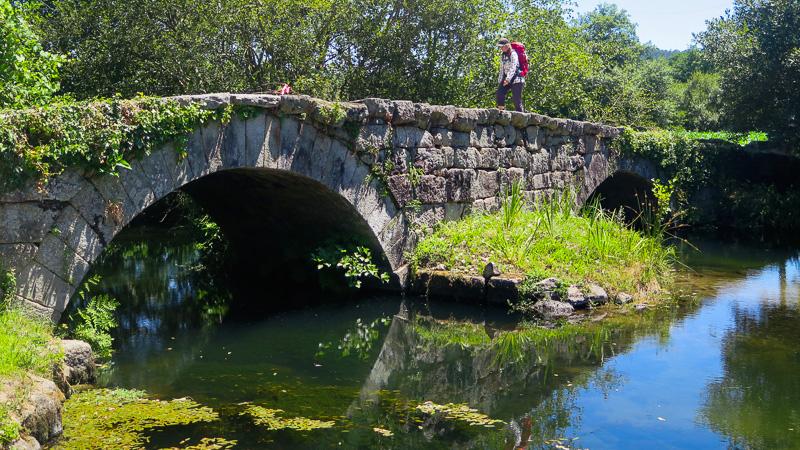Die Brücke vor Casa Fernanda ist eine der ältesten auf diesem Weg.