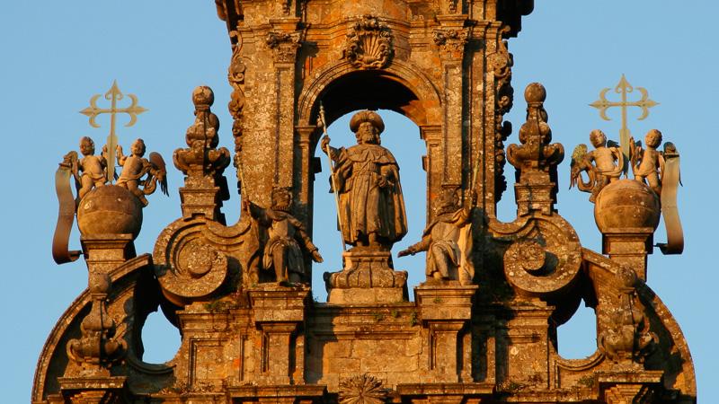 An der Westfassade der Kathedrale ist Jakobus zu sehen.