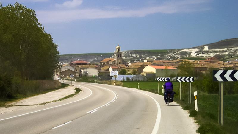 Mit unseren schwer beladenen Rädern ist es oft nicht möglich, auf dem original Camino zu fahren.