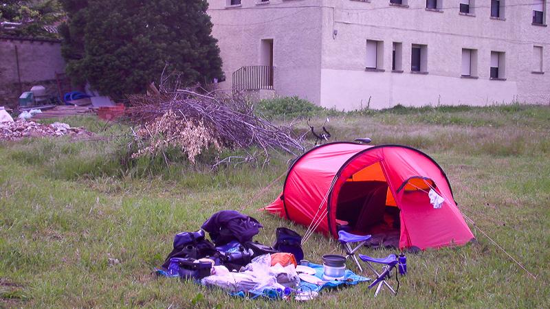 So ein Zwei-Frau-Zelt ist mit Packtaschen und Schlafutensilien ja ziemlich schnell überfüllt.