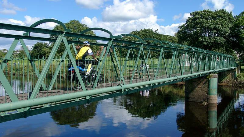 In den schottischen Lowlands fängt die Reise an, auf einem Radweg, der zu dem National Cycle Network gehört