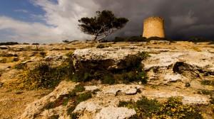 Mallorca: Wachtturm bei Cala Pi bei Gewitterstimmung