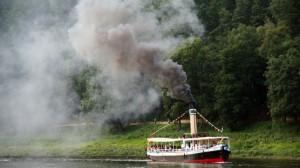 Dampfschiff hinter Königstein