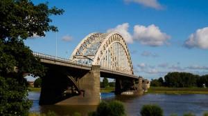 Die Waalbrücke in Nijmegen, Niederlande,