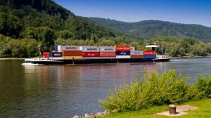 Containerschiff auf dem Mittelrhein