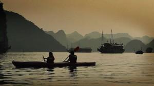 Mit dem Kajak durch die Halong Bucht