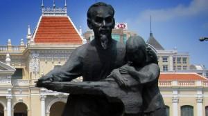 Ho Chi Minh vor dem ehem. Rathaus in Saigon